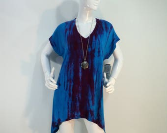 Size L  tie dye tunic top with V-neck and capsleeves in bamboo blend fabric.