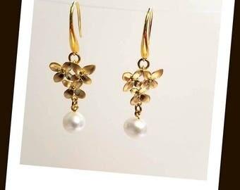white freshwater pearl gold flower earrings hypoallergenic earrings nickel free earrings flower cluster pearl pearl dangle drop earrings
