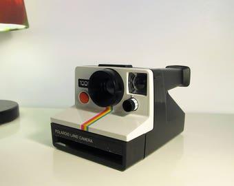 Polaroid Camera, Vintage Camera, Retro, Camera Polaroid 1000 Rainbow, Polaroid Land Camera, Camera SX70 type instant film, Iconic Camera 70s