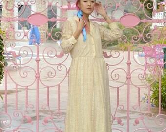 vintage 1970s cream lace maxi dress