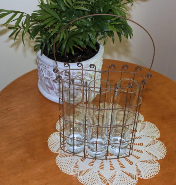 15 Great Diy Farmhouse Decor Ideas That You Must Try: Rustic Farmhouse Decor Wire Wall Hanger Basket With Handle