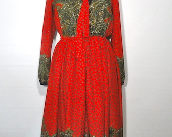 1970s Red Paisley Dress, Hippie Shirtdress 10, One Piece Polyester Medium Unstructured Dress Patterned Boho Back To School, MED Shirtdress