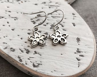 Yours for 1 dollar, ON SALE, CLEARANCE, Antiqued Silver, Flower Earrings, Drop Earrings, Dangle earrings, gift under 5, Bridesmaid, Friend