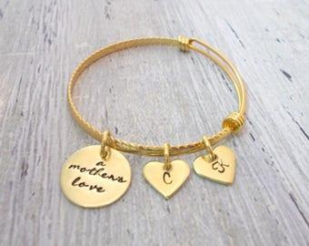 A Mother's Love Bangle Bracelet, Gold Mom Bracelet, Mom Jewelry, Bangle Bracelet, Initial Bracelet, Heart Bracelet, Heart Jewelry, Mom Gift