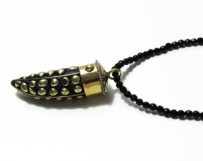 Horn onyx pendant necklace