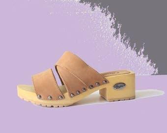 90's Candie's Deadstock Camel Leather Wooden Block Heel  Mules