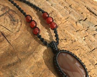 Carnelian Agate Macrame Pendant / Macramé Necklace / Stone Pendant