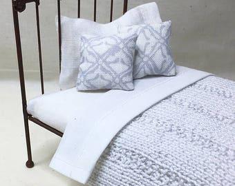 Miniature Dollhouse Cottage/Shabby Chic Style Blankets - Light Grey