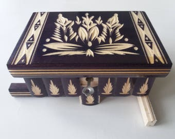 Jewelry puzzle box deep violet wooden surprise magic opening ring holder storage adventure hunt challenge treasure hidden key brain teaser