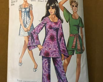 Simplicity 8783 - 1970s Mini Dress or Tunic with Long or Short Angel Sleeves and Pants - Size 14 Bust 36