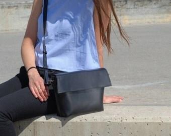 Kleine Schultertasche, Umhängetasche, Tasche aus echtem Leder, minimalistische Tasche, Schultertasche, Frau Tasche