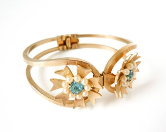 Vintage Gold Pearl Bracelet with Turquoise Aquamarine Rhinestone and Hinge Design from the 1950s