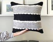 Handwoven pillow / Minima...
