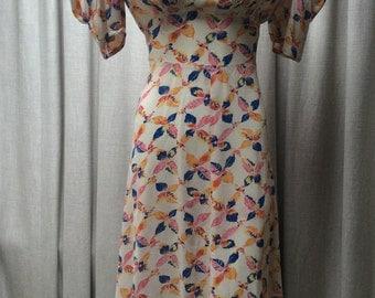 Pretty 1940's ' Leaf '  Print Rayon Dress...