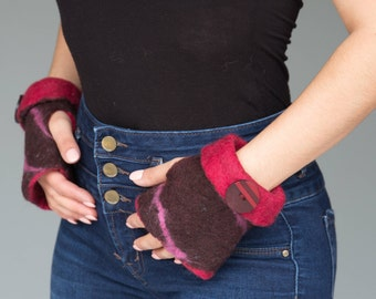 Felted wool fingerless gloves with button