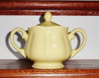 BUTTERCUP FEDERALIST SUGAR Bowl Covered Lidded Ironstone Japan China Yellow Cream Scalloped Pattern 4239 Dishwasher Safe Excellent Condition