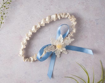 Charlotte Leaf Motif Wedding Band Garter