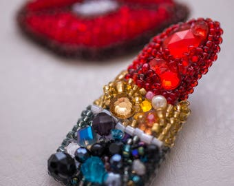 Luxurious red lipstick and lips brooch set