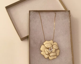 Vintage 1910's Flower Pendant Necklace (Cream)