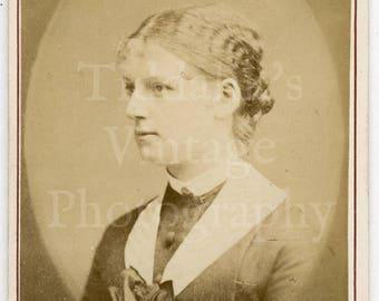 CDV Photo Victorian Young Pretty Woman Large Bow Portrait by Lawrie & Mitchell of Edinburgh Scotland - Carte de Visite Antique Photograph