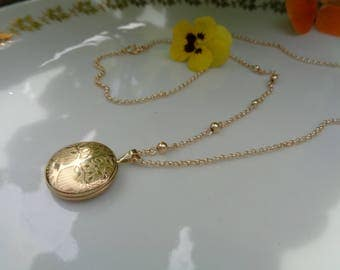 Gold chain with a locket, Locket necklace with tree of life, 585 gold filled,.
