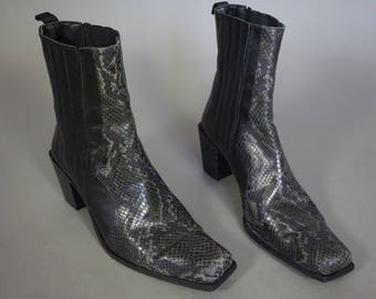 Vtg Snakeskin Leather Chelsea Boots    Made in Italy    Black Ankle Boot Gray    Snakeskin Leather Heeled Ankle Booties    Womens 8