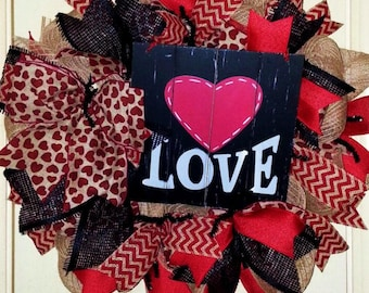 Valentine's Day wreath, Rustic Valentine wreath, burlap Valentine wreath, Valentine door hanger, Love wreath, black and red Valentine wreath