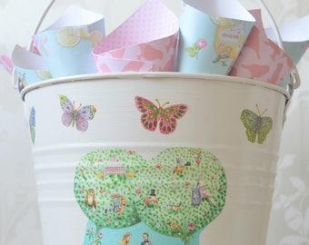 Confetti Holder, Bucket for petals, Confetti for wedding,   Rose petal confetti,  Personalised confetti holder