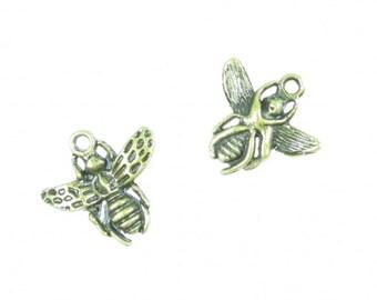 1 x 3D bee charm bronze