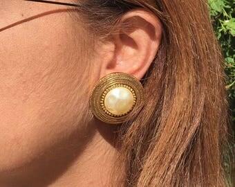 Massive Earrings pearl Chanel vintage CC Logos