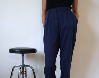 Marine blue 80s pleated pants / blue carrot tapered trousers / high waist pants // Size S  W27-W28