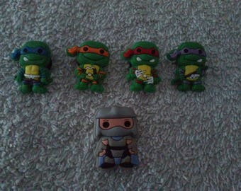 Lot 5 jibbitz (badges for fangs) ninja turtles