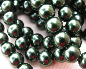 100 glass Pearl 8 mm with a beautiful emerald green or Christmas tree beads