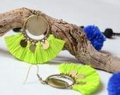 boucles d'oreilles vert fluo bohèmes chics bronzes, bijoux bohèmes chics d'été 2017, boucles d'oreilles bohèmes