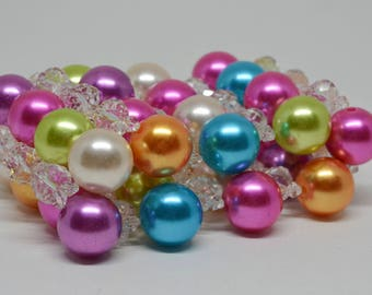 Charming plastic beaded bracelet