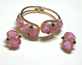 Vintage Juliana clamper bracelet with matching earrings, pink givre art glass and black rhinestones, DeLizza & Elster set demi parure, 1960s