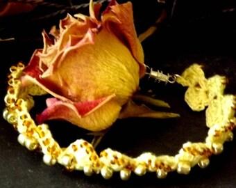 Lace crochet with acrylic beads, length 19cm + - 1 bracelet