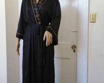 Vtg. 1970's Black Long Sleeve Full Length Robe. One size fits Small, Medium, Large, XL.