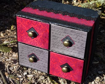 Small chest of drawers baroque footed black and Burgundy