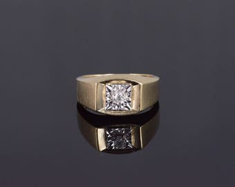 10k Diamond Inset Square Textured Detail Band Ring Gold