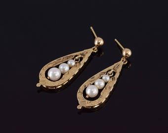 14k Teardrop Etched Pattern Graduated Pearl Post Back Earrings Gold