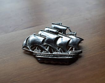 Vintage 1948 ship/galleon pin