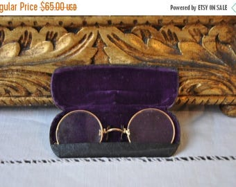 15 % SALE Antique French Round Wire Rimmed Glasses, Original Velvet Gold Case, Paris France, Steampunk Spectacles, Antique glasses, Made in