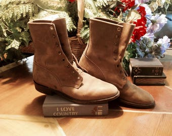 VIntage JUSTINE GRANNY BOOTS,Tan brown distressed ankle, Lace up, Distressed Boho,country  Boots