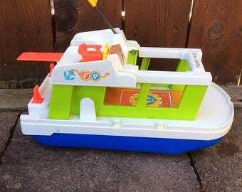 Fisher price houseboat / wheeled toy / fisher price family boat / Fisher price boat /