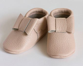 Pale pink bow moccasins Baby leather moccasins