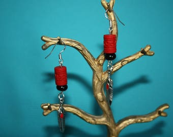 EARRINGS BLACK AND RED FEATHERS