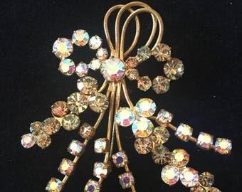 Large vintage brooch / pin. Stunning crystal design