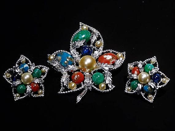 Sarah Coventry Brooch Earrings Mid Century 1960s 60s Designer Jewelry Fashion FANTASY Demi Parure Set Vintage Confetti Lucite Faux Pearl
