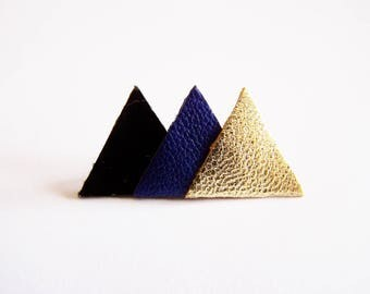 Pin 3 of black patent leather, blue and gold triangles